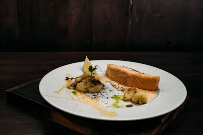 Salmon fillet with cauliflower, pumpkin seeds and Tom Yam sauce